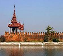 http://upload.wikimedia.org/wikipedia/commons/thumb/0/09/Mandalay_Fort_Wall.jpg/200px-Mandalay_Fort_Wall.jpg